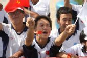 组图:圣火传递吴忠站 沿途观众为奥运加油