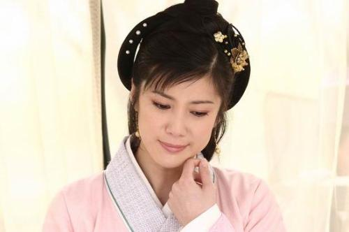 穿上漂亮的汉朝的衣服