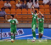 图文:[中超]天津1-3北京 御林军致意球迷