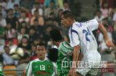 图文:[中超]天津1-3北京 拉杜头球
