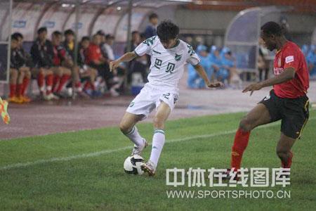 图文:[中超]浙江3-0长春 绿城卡卡突进