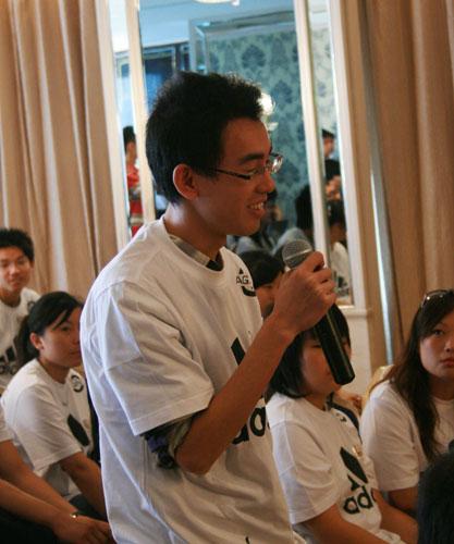 图文:阿里纳斯做客搜狐 网友提问三