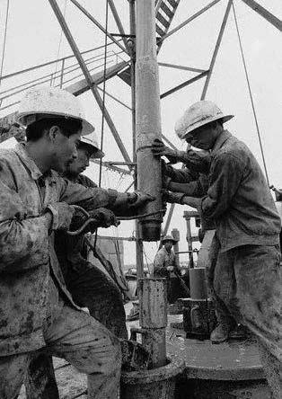 1979年,大庆王铁人1202号石油操作平台