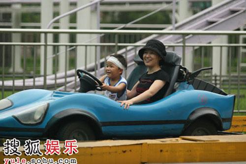 周彦宏与林浩疯狂玩卡丁车