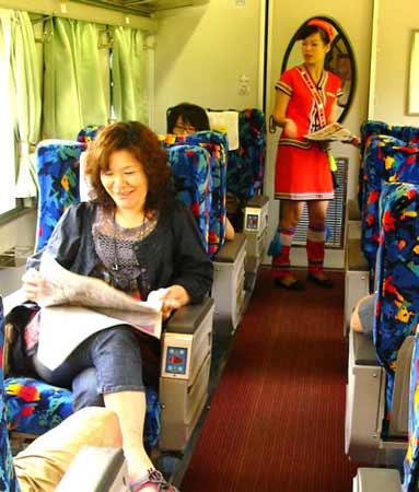 台铁与易游网合作观光列车后,今年从7月1日起到12月30日止推出五星级火车环岛周游券,大陆旅客也可以用轻松方便的方式来认识台湾。
