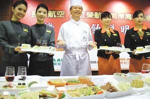 """台湾大厨们准备了""""山珍海味""""迎接大陆游客。"""