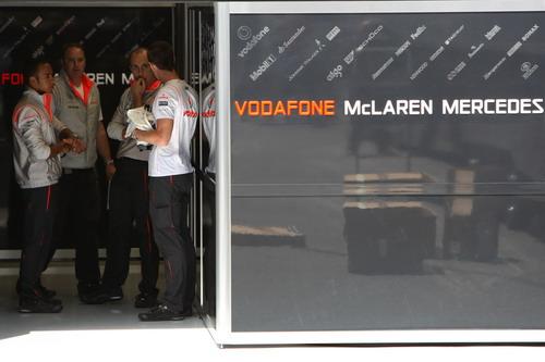 图文:[F1]英国大奖赛赛前 迈凯轮车队车房