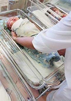 刚刚降生的女婴。