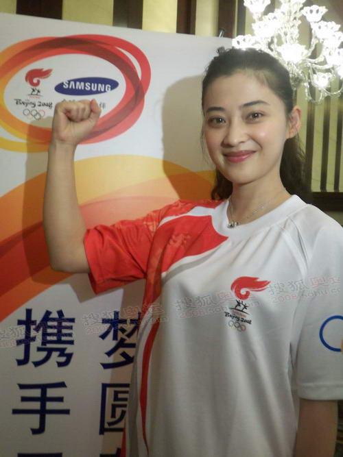 相约中国丽图人体_火炬手梅婷:希望熊猫晶晶的家乡早日回到从前