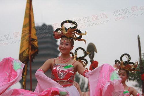 仿古入城式上婀娜多姿的舞蹈