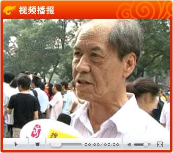 视频:作家陈忠实难掩激动心情 为传圣火而骄傲