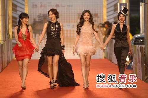 第十九届台湾金曲奖颁奖精彩图片 四美女主持丰姿绰约