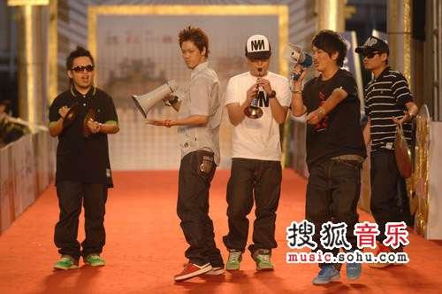 第十九届台湾金曲奖颁奖现场图片 拷秋勤乐团嘻哈亮相