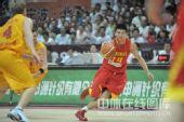 图文:男篮再胜澳洲明星 王磊带球进攻