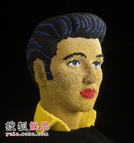 """英国艺术家用5万根火柴造""""猫王""""头像"""