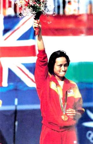 1988年9月25日,第24届汉城奥运会,中国选手高敏受队员楼云成功的极大鼓舞,在女子跳水跳板比赛中技压群芳。成功夺得金牌。