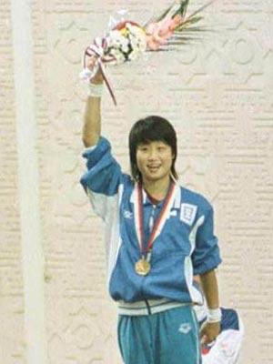 1988年9月17日,第24届汉城奥运会,中国选手许艳梅摘取女子跳台冠军。为中国代表团在本届奥运会上夺得的首枚金牌。