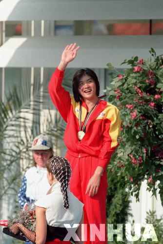1992年7月26日,在巴塞罗那奥运会第一个比赛日中,庄泳不但夺得女子100米自由泳金牌,还打破了该项目奥运会纪录。