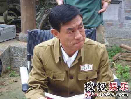 杜志国(饰卢信泉)在《沧海》片场