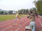 图文:《我们的奥林匹克》 跨栏瞬间