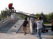 图文:《我们的奥林匹克》 郭洁过桥