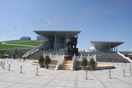 """内蒙古博物院""""民族团结宝鼎""""广场"""