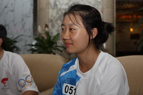 护跑手、高三学生、排球队员董巳是一个身材高挑的美少女