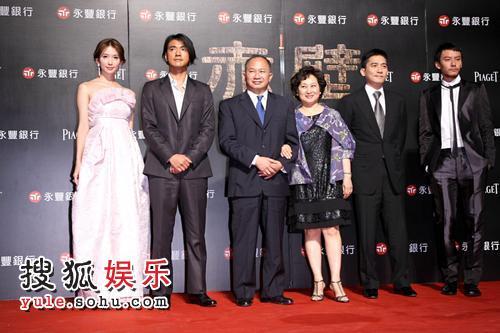 首映礼在素有小赤壁之称的碧潭举行