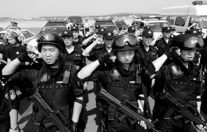 首都机场警员举行奥运安保誓师