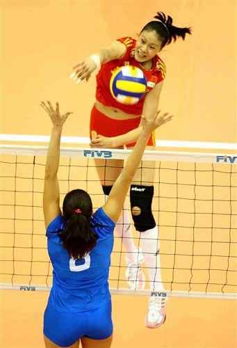 图文:中国女排2-3意大利 赵蕊蕊奋力扣球