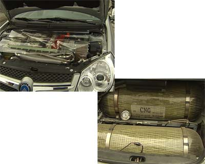 氢燃料电池汽车和一般汽车不同的是,它没有传统的汽油发动机,取代它的是分布着密密麻麻电线的氢燃料电池发动机,同时它也没有油箱,替代油箱的是3个氢气罐,它的唯一排放物就是没有污染的水,这个水就是纯净的水,而且是可以喝的水。