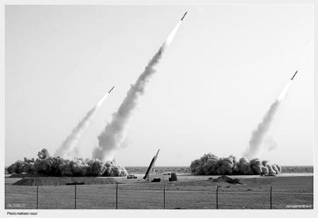 伊朗在9日的军演中试射多枚导弹