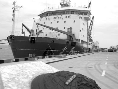 雪龙号今天出发前往北极