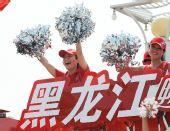图文:奥运圣火在哈尔滨传递 花车宝贝激情加油