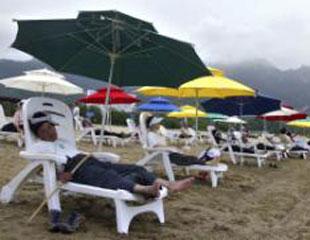 韩国游客在金刚山旅游区度假