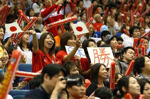 图文:日本女排3-0横扫意大利 热情的日本球迷