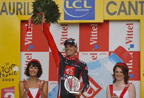 图文:环法第七赛段桑切斯称王 桑切斯登台领奖