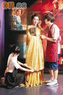 杨紫琼在杜莎夫人蜡像馆的蜡像换上新装,以配合新片宣传