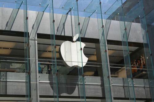 波士顿苹果店,苹果Logo和外部的透明玻璃