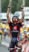 图文:环法第七赛段 桑切斯庆祝胜利