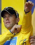 图文:环法第七赛段 基兴身着黄色领骑衫