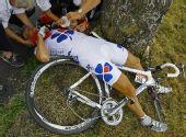 图文:环法第七赛段 法国选手热古在比赛中受伤