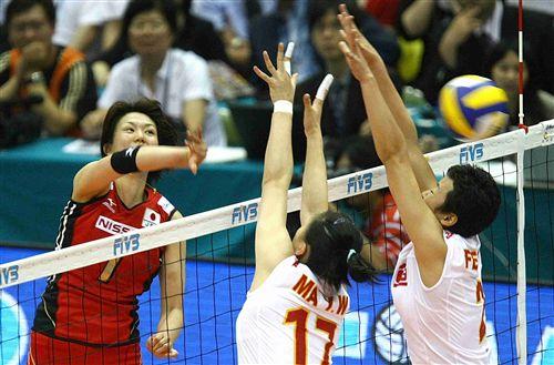 图文:中国女排3-1日本女排 马蕴雯冯坤拦网