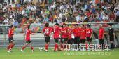 图文:[中超]天津1-2长春 队员庆祝进球