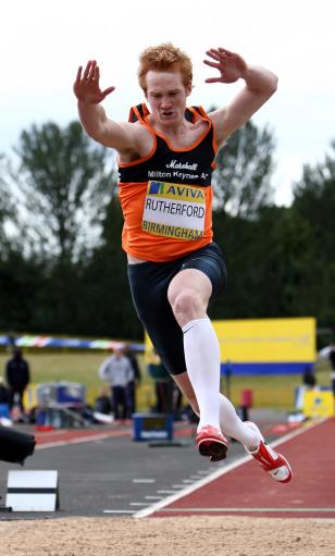 图文:英国奥运田径选拔赛 卢瑟福德角逐跳远
