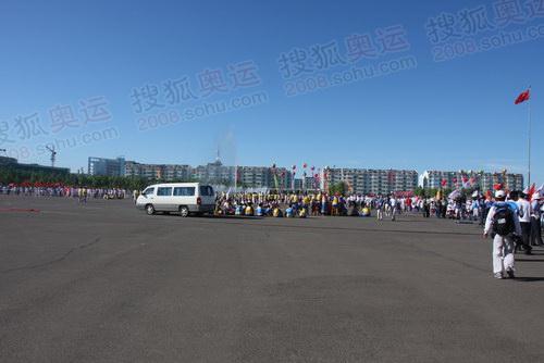 齐齐哈尔市党政服务中心前的人民广场