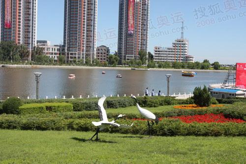 风景优美的劳动湖