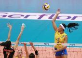 图文:巴西女排3-0日本全胜夺冠 巴西猛女扣球