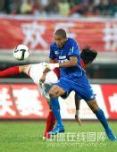 图文:[中超]陕西1-0成都居首 维森特突破