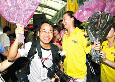 团友、广州日报摄影记者乔军伟随团归来。